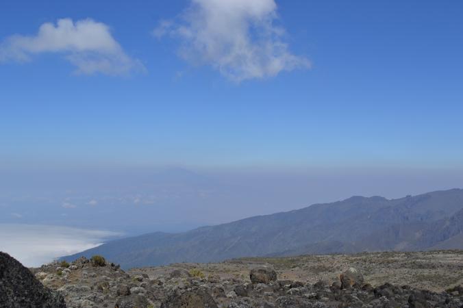 Au loin le Meru qui surplombe Arusha